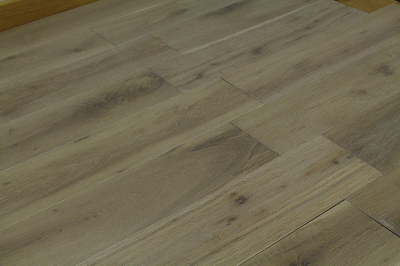 parquet chene massif salin 18 x 150 mm
