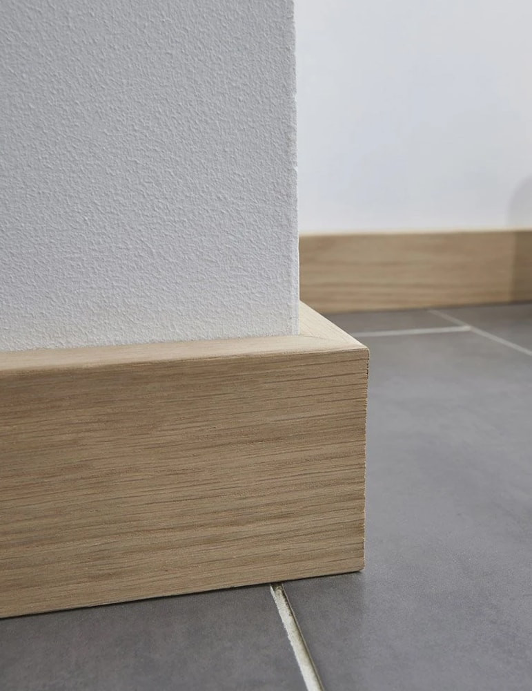 surplinthe bois placage chene